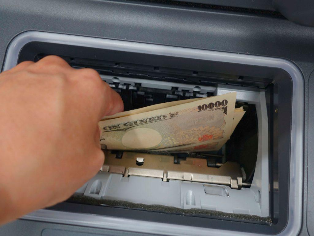 ATM現金引き出し